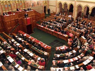 magyar-parlament01