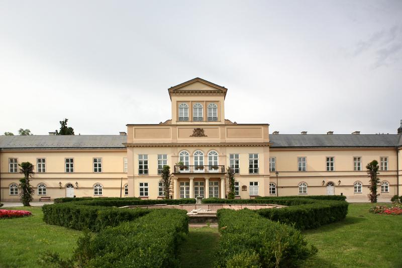 A tótmegyeri Károlyi-kastély