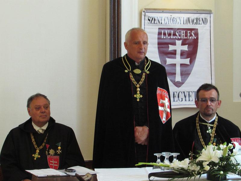 Lovag Cseke László kancellár üdvözli az résztvevőket