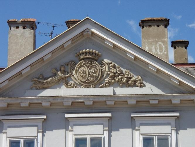 A Csáky-Dessewffy-palota oromzata
