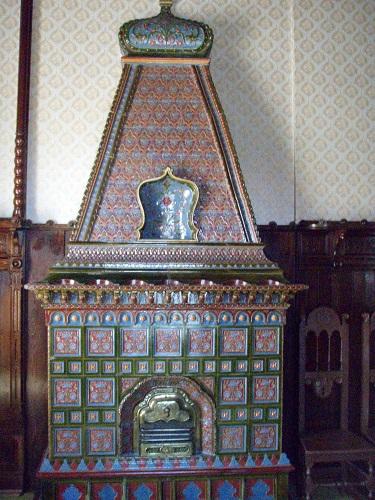 A Jakab-palota magyaros díszítésu kandallója