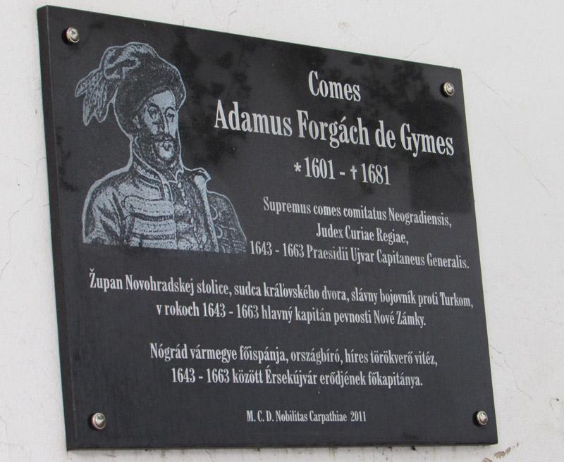 Forgách Ádám emléktáblája a Kálvária belső falán