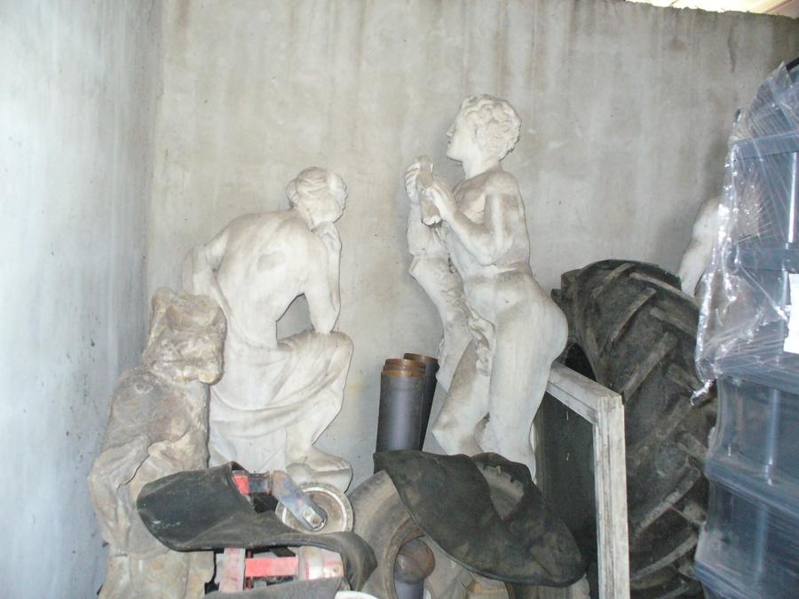 Kastély szobrok 2010-ben