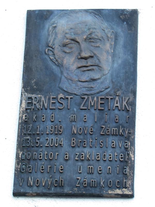 Zmeták Ernő táblája a galéria falán