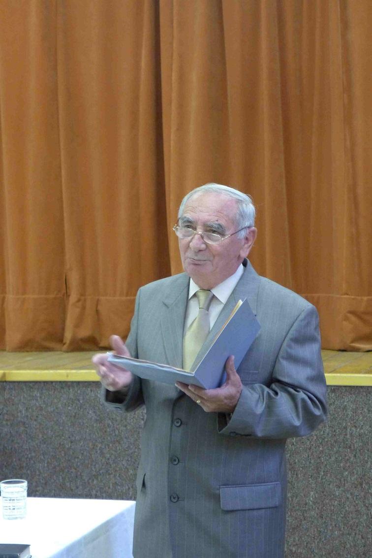 03 Dr. Sándor Károly előadás közben