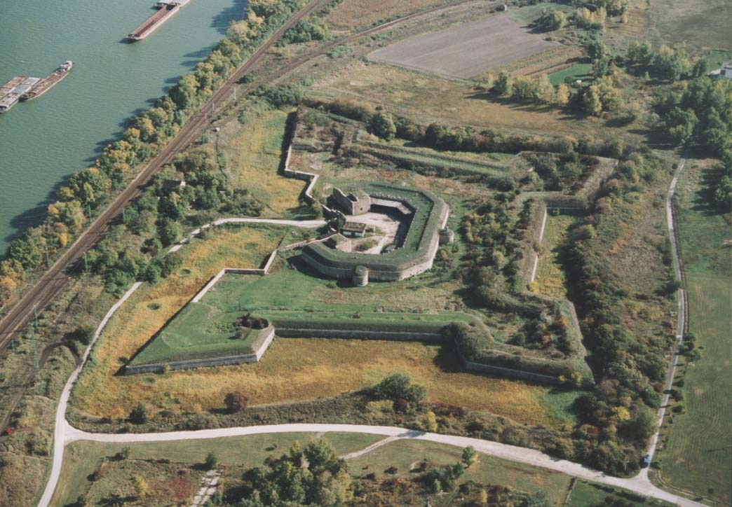 49211 Komárom Fortress 02