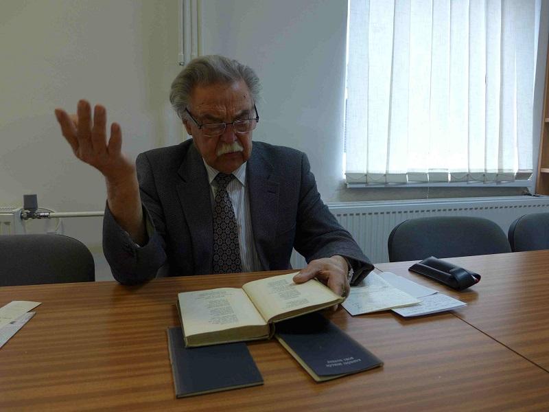 Újváry László a találkozót Radnóti Miklós Erőltetett menet című versével nyitotta meg