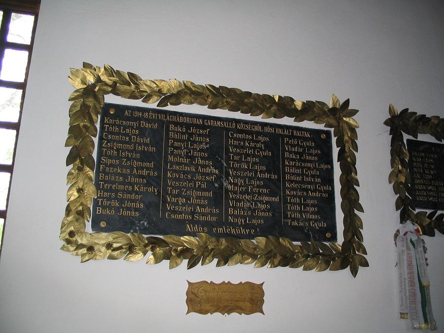 51862 A világháborúkban elesettek emléktáblája a  garamsallói templomban CsK felvétele