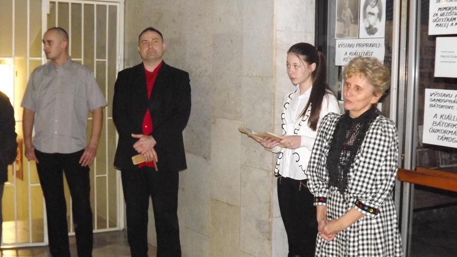 Jobbról Zsok Gizella Noszkai Ági Gál István és Pallag Gábor a kiállítás megnyitóján