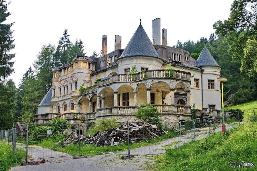 A leégett kastély