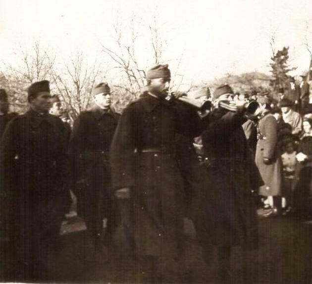 A magyar katonák palásti bevonulása