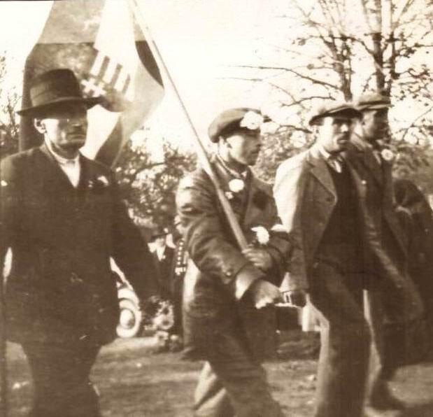A palásti gazdák magyar zászlóval