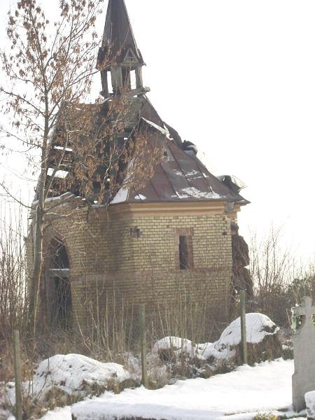 A romos temetkezési kápolna. Csáky K. felv.