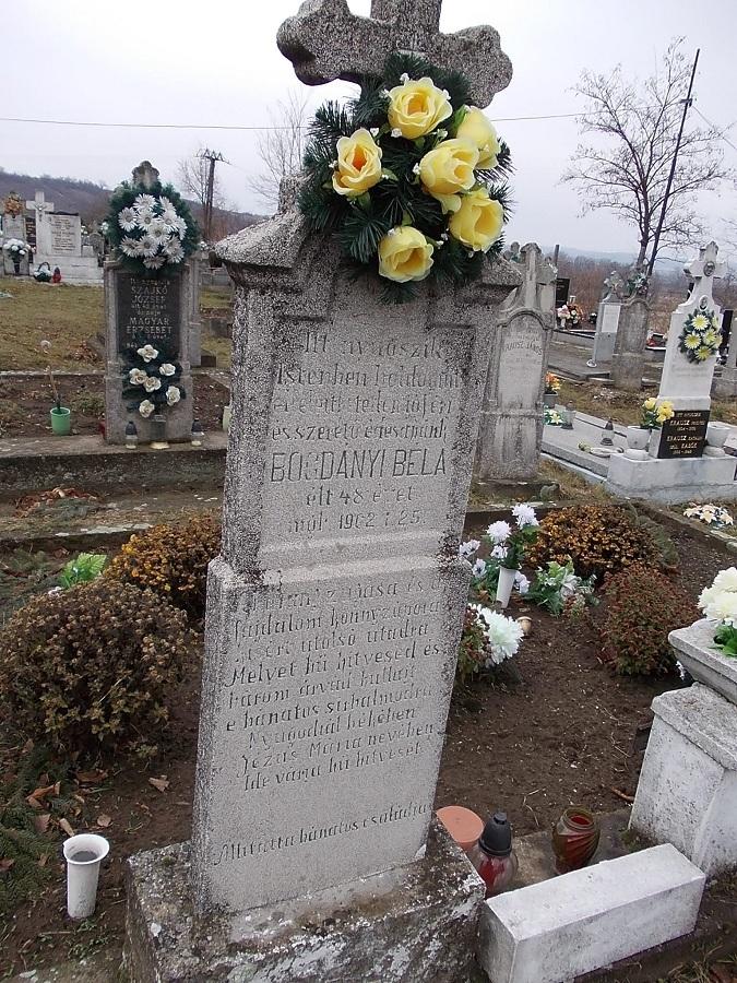 Bogdányi Béla sírkeresztje. Csáky K. felv