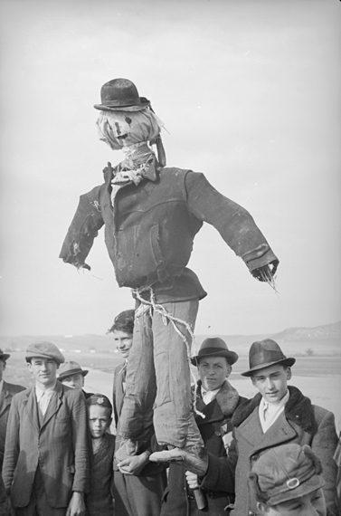 Fiúk kiszehajtása Hont1948. F-92400