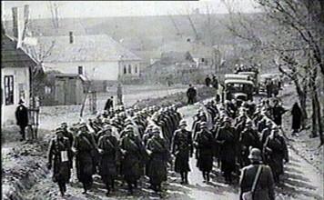 Magyar honvédek Bori főutcáján a korabeli Filmhíradóból