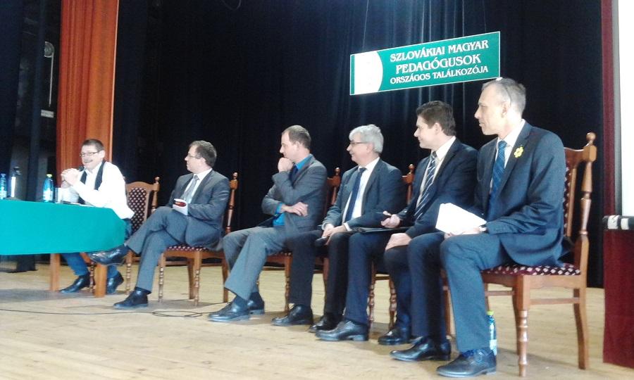 Pódiumbeszélgetés - jobbról - Jókai Tibor Madarász Róbert Géresi Róbert Csáky Csongor Őry Péter és Lovász Attila
