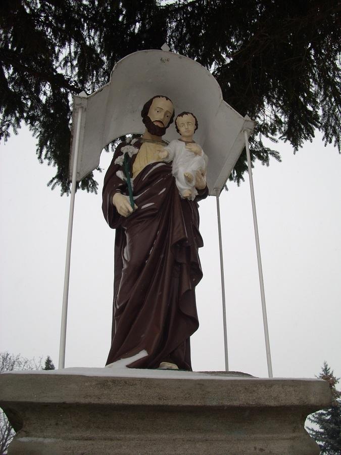Szt. József köztéri szobra Bernecebarátiban. 2009. Csáky K. felv.