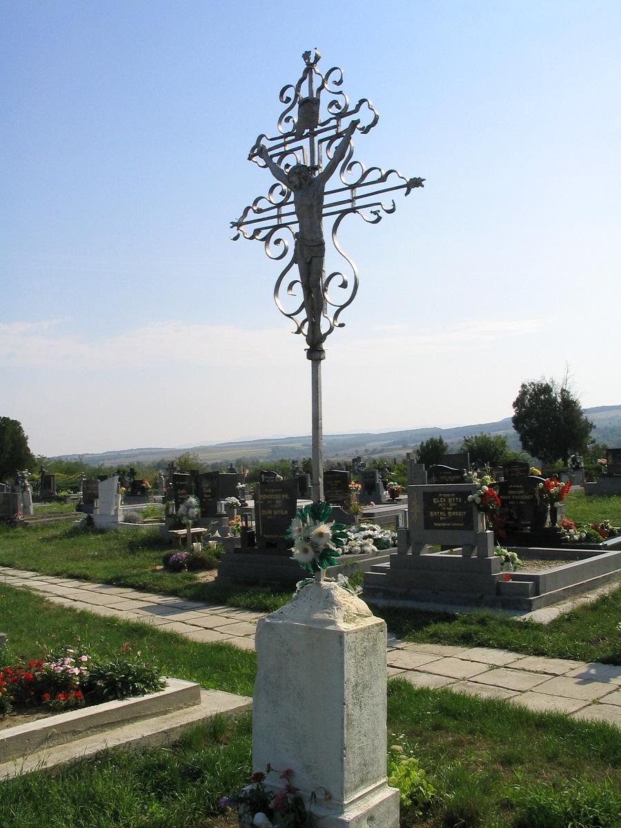 A temető kovácsoltvas keresztje. Csáky Károly felv. 2007