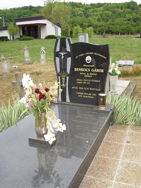 Benkocs Gábor helybeli papszülött sírja. Csáky K. felv. 1