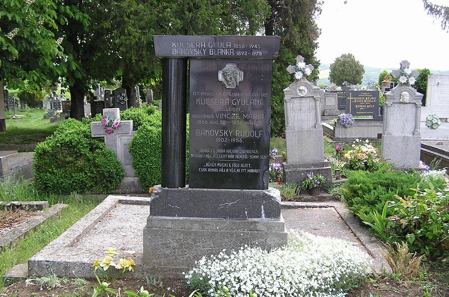 Kucsera Gyula tanító síremléke