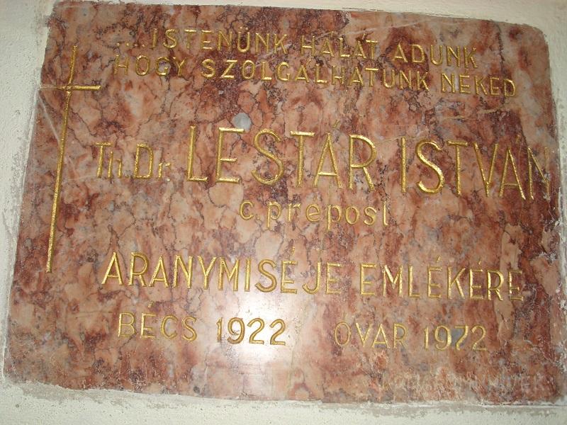 Lestár-emléktábla a templomban. Csáky K. felv. 1