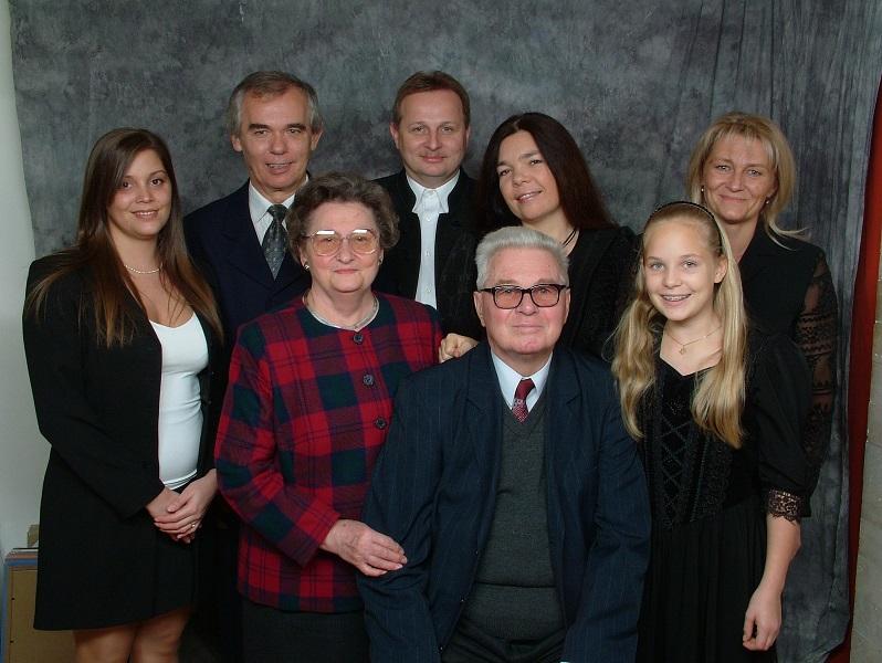 Prof.Dr. Reiter J-felesége lánya veje fiamenye unokái