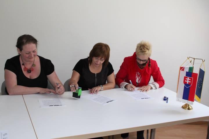 További együttműködés aláírása