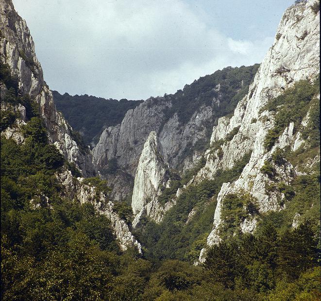 A Cukorsüveg a völgy jellképe