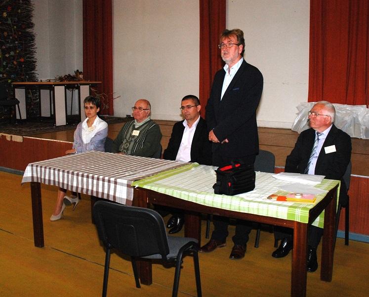 A Katedra Matematikaverseny országos döntőjét Hodossy Gyula a Katedra Alapítvány igazgatója nyitotta meg