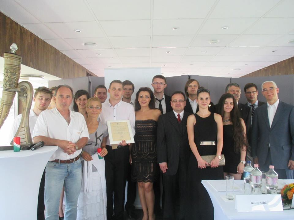 A csapat Erdélyi Claudiával és Varga Miklóssal
