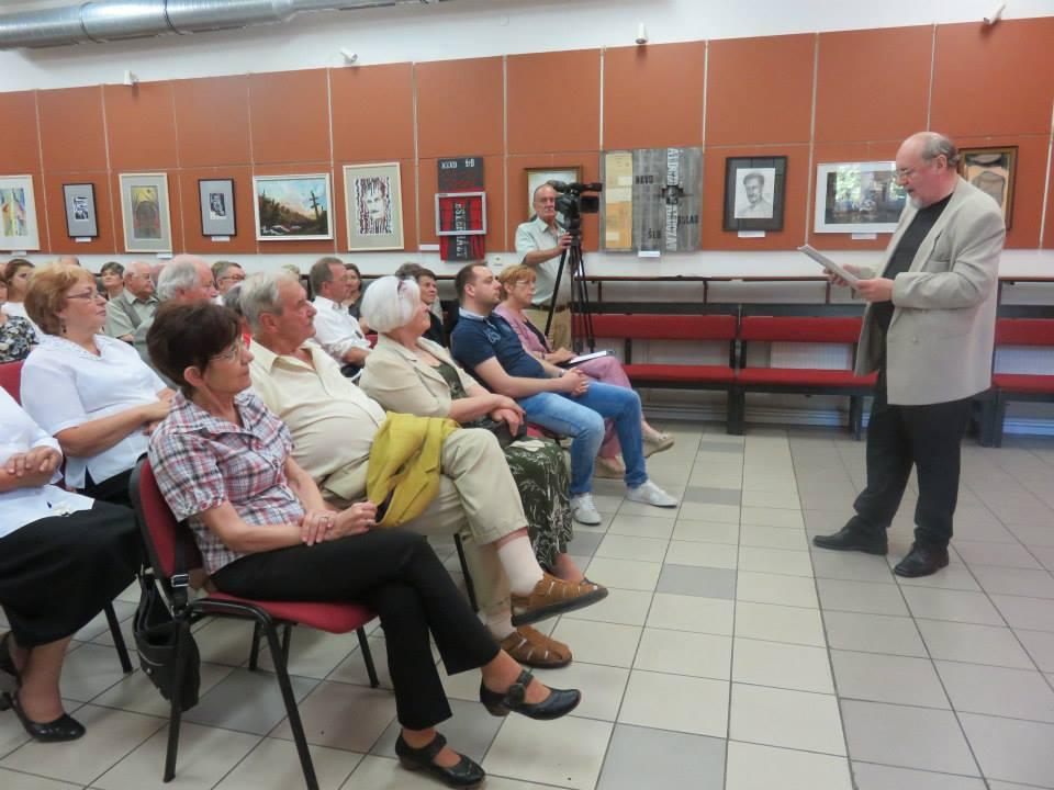 Kalita Gábor bemutatja a kiállítást