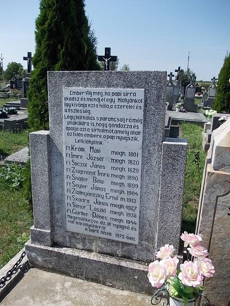 A Barton elhunyt papok emléktáblája. Csáky Károly felvételén