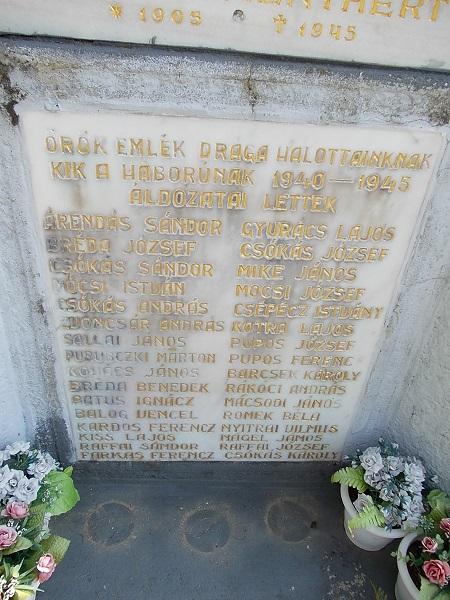 A második világháborúban elesett bartiak névsora Csáky Károly felvételén