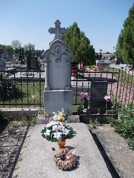 A Retkes család sírhelye Csáky Károly felvételén