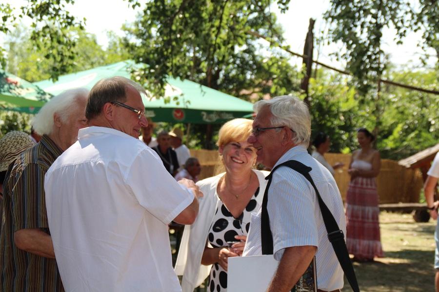 Duray Miklós Czimbalmosné Molnár Éva nagykövet férje és Nagy János társaságában