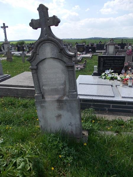 Egy Sterlnik-sír 2015-ben a szerző felvételén