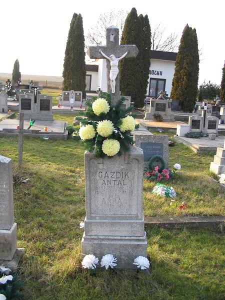 Gazdik Antal sírköve 2007-ben a szerző felvételén