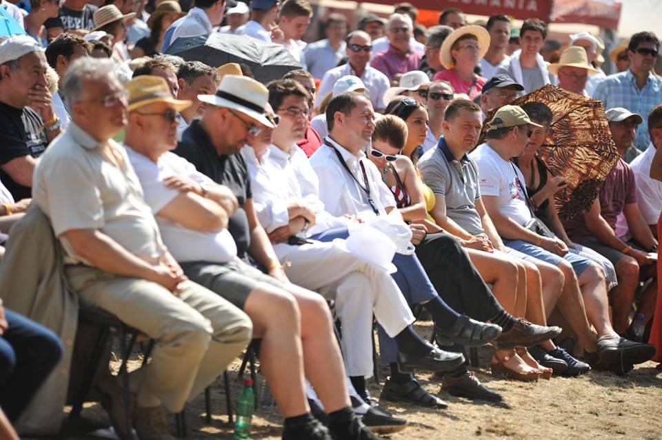 Közönség soraiban jobbról Berényi József