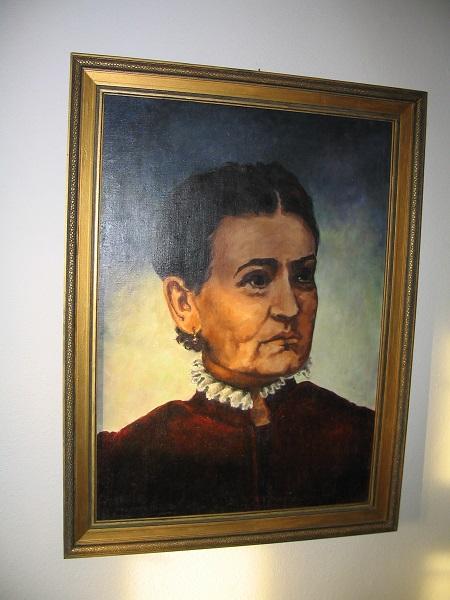 Mauks Ilona képe a szklabonyai házban Csáky Károly felvételén