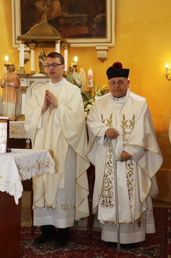 Nemček Péter újmisés és Mgr. Szalay Gyula esperesplébános