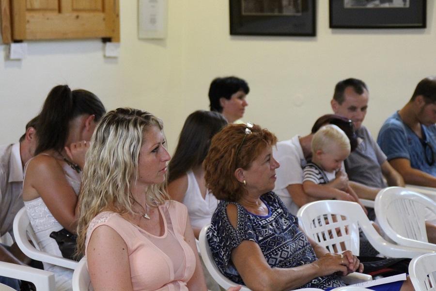 Az érdeklődő közönség