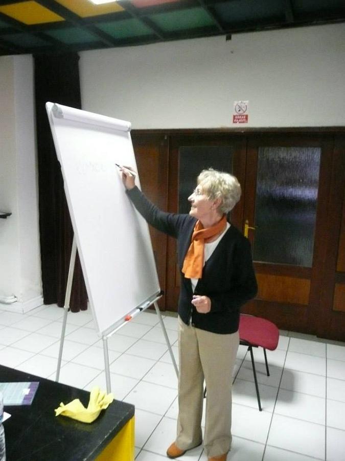 Janovický Éva tanárnő oktatás közben