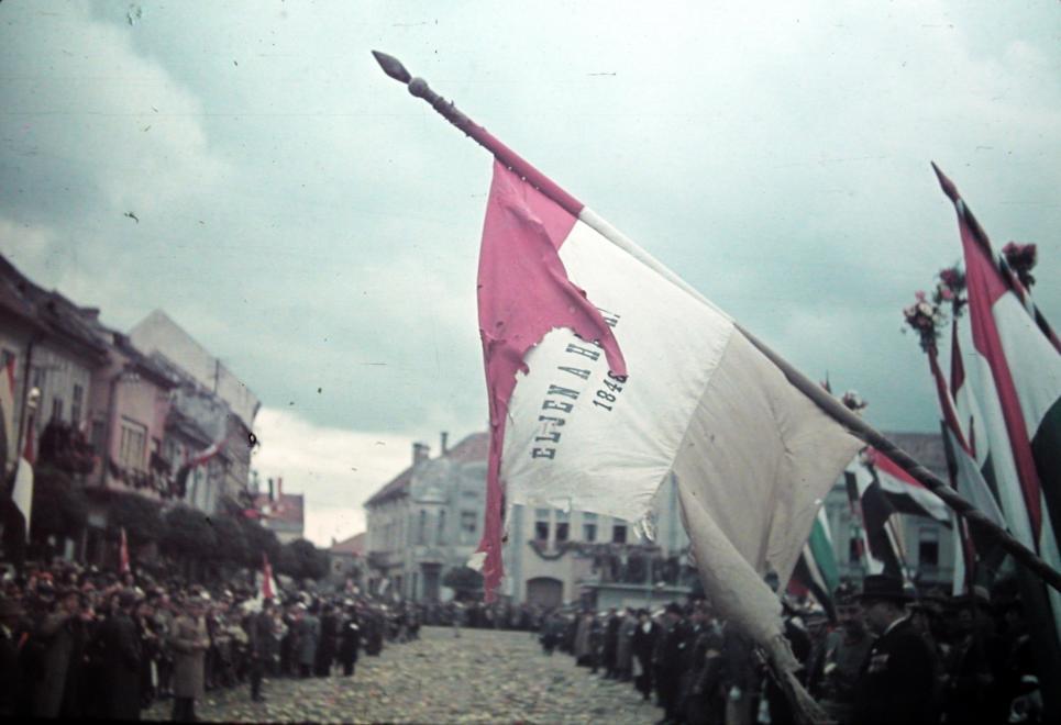 Kézdivásárhelyen előkerült a 48-as zászló is