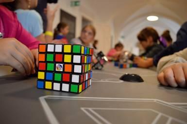 Népszerű volt a Rubik-kocka
