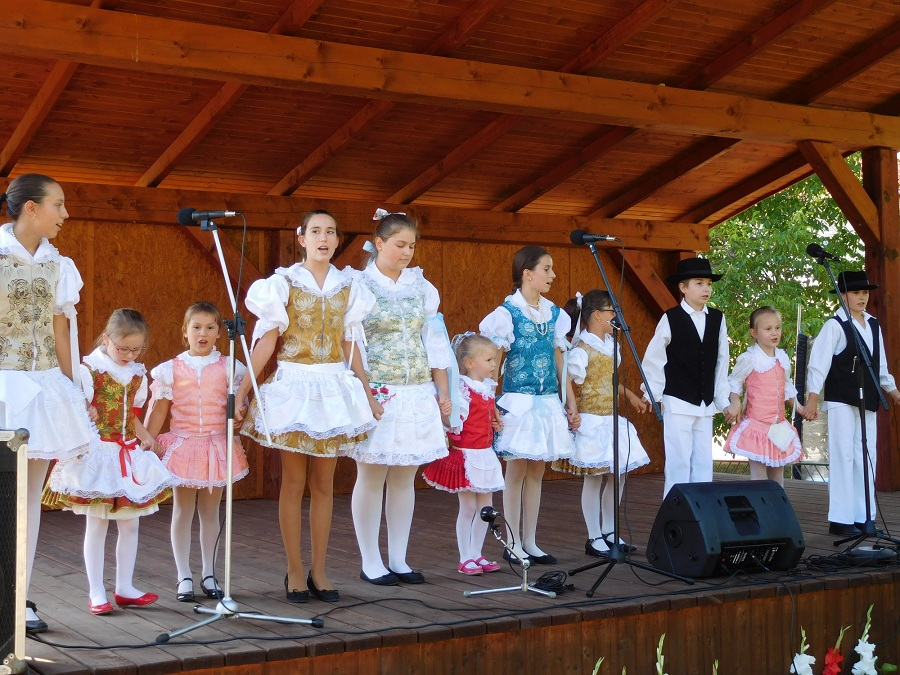 Páldi gyerekek a színpadon