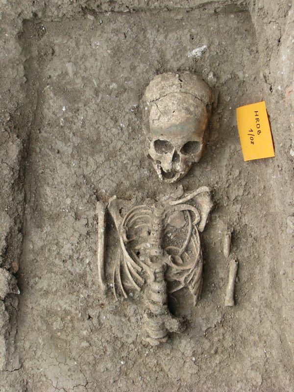 Sírlelet a 2008-as ásatásokból. Plébániai fotótár. 1