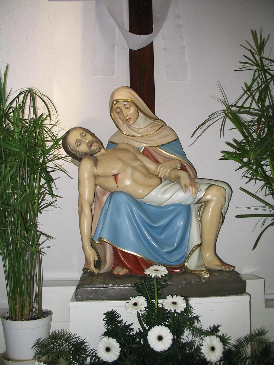 A kelenyei Fájdalmas-oltár Piétája Csáky Károly felvételén