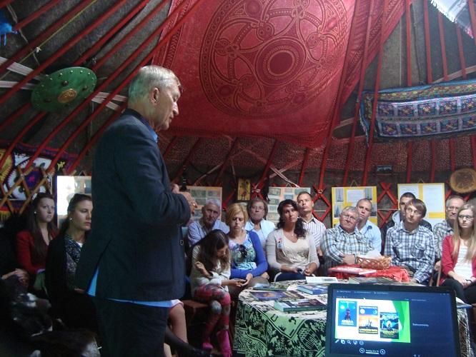 Cey-Bert Róbert Gyula előadás közben