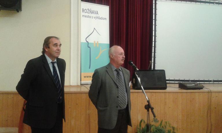 Gaál Lajos a Szlovák Barlangigazgatóság barlangkezelési osztályának vezetője a mikrofonnál